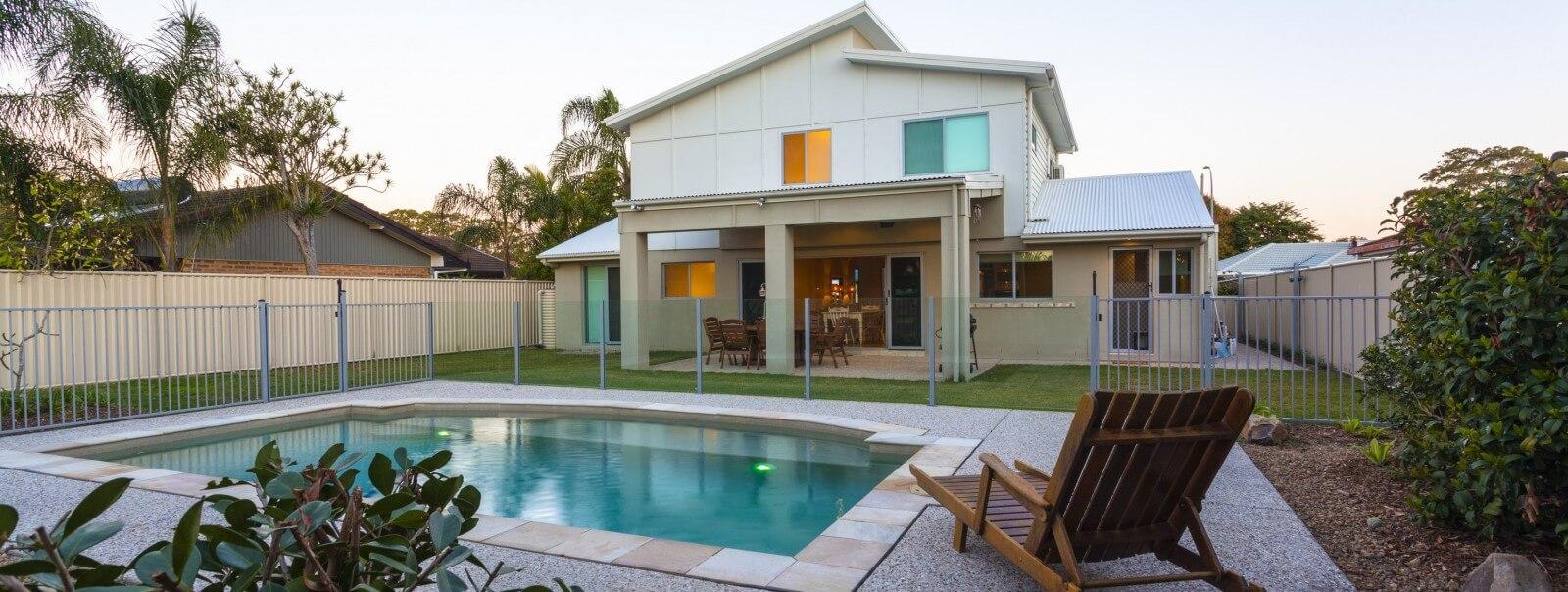 beautiful-house-with-pool-e1446674451323