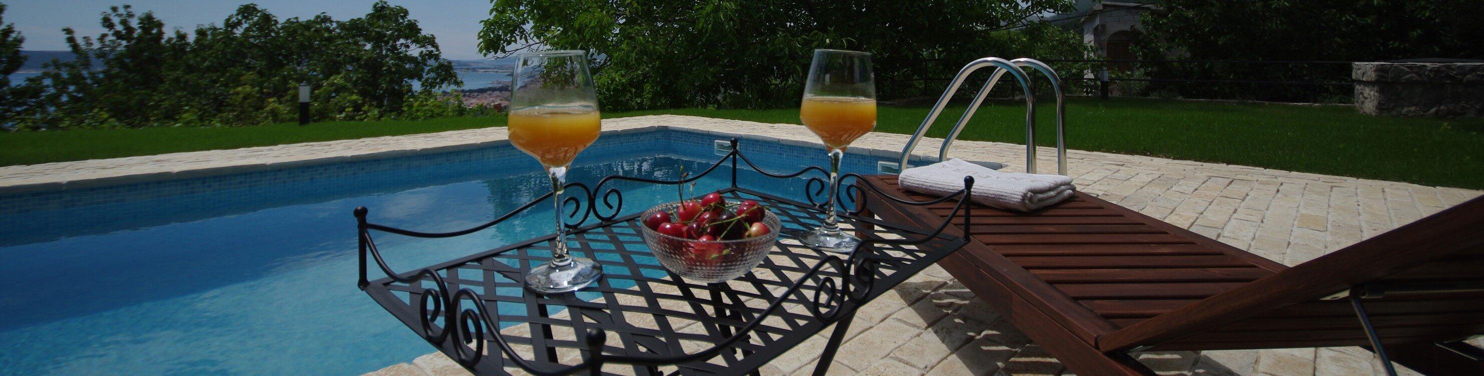 pool-side-drinks-e1436830411223